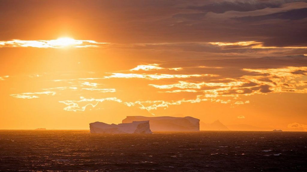 Antarctic Circle - Crossing 66º South Latitude
